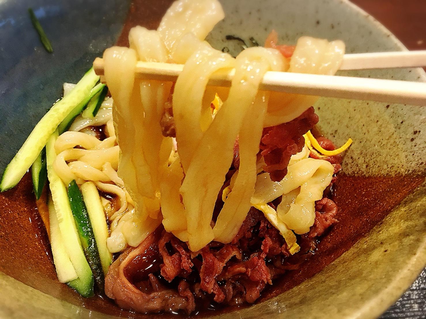 【大塚駅】関西風手打ちうどんチュルッとしたいよね「ふじ誠」の冷し肉南蛮うどんのうどん