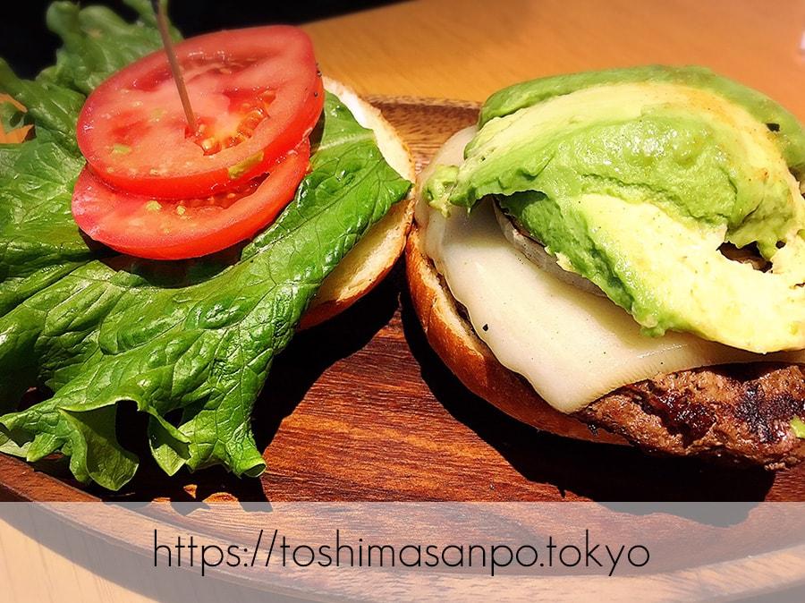 【池袋駅】早速食べ比べハワイのハンバーガー「KUA`AINA クア・アイナ」の厚切りモッツァレラアボカドバーガー