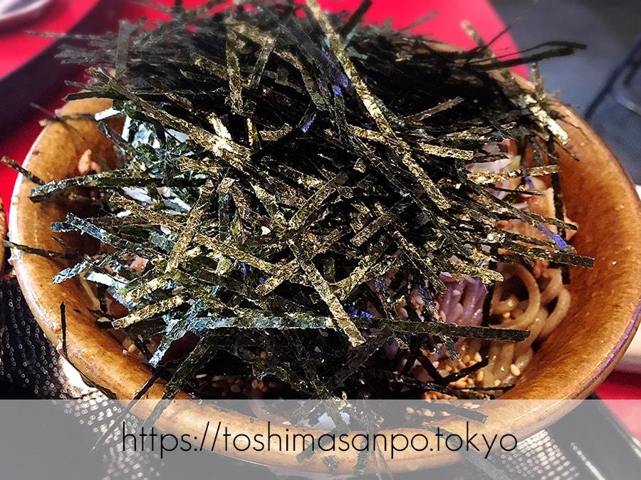 【池袋駅】なぜ蕎麦にラー油を入れるのか。理由はたぶん美味しいから。「壬生」の肉そばの海苔