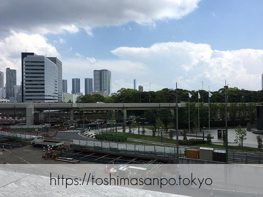 【汐留駅】水上バスにも乗れる!東京湾から繋がる江戸時代の広大な庭園「浜離宮恩賜庭園」の風情。の遠くから見た浜離宮恩賜庭園